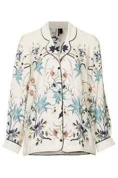 i can dream up of a million and one ways to wear this top.... I want it!!