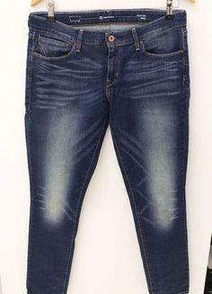 Levis Jeans, Denim, Modern, Pants, Fashion, Fashion Women, Curve Dresses, Trouser Pants, Moda