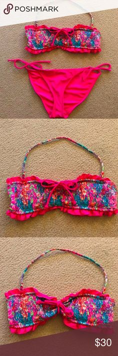 Victoria's Secret Floral Bikini Top, EUC, Medium Victoria's Secret Floral Bandeau Bikini Top - EXCELLENT used condition - like New!  *Open to offers <3 Size: Medium *Neon pink colored trim with VIBRANT floral pattern *Detachable halter strap *Can be worn a couple different ways (see pictures) *Designed to support A-B or small C cups *Removable padded cups included *Shown w/ small neon pink Op bikini bottoms - not included. *TOP ONLY Thx for shoppin! Victoria's Secret Swim Bikinis