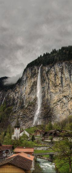 Lauterbrunnen valley, Switzerland (Photographer:  Barney F)