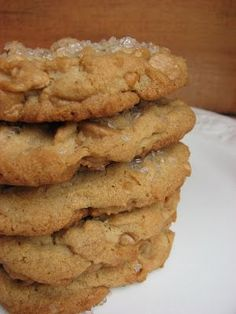 This is my favorite peanut butter cookie recipe. It's from my Magnolia Bakery cookbook. This is a sweeter peanut butter cookie than most . Healthy Peanut Butter Cookies, Peanut Butter Chips, Butter Cookies Recipe, Köstliche Desserts, Delicious Desserts, Dessert Recipes, Bakery Recipes, Cookie Recipes, Restaurant Recipes