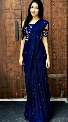 28 Ideas for fashion classic chic blouses Saree Gown, Sari Dress, Sari Blouse, Anarkali Dress, Saree Wearing Styles, Saree Styles, Dress Styles, Fancy Sarees, Party Wear Sarees