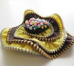 Etsy の Yellow Brown Flower Zipper Brooch by redyarn