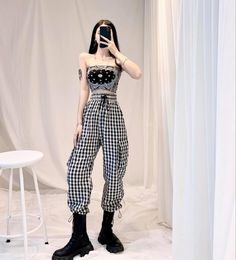 Crop Top Outfits, Edgy Outfits, Korean Outfits, Simple Outfits, Girls Fashion Clothes, Fashion Outfits, Korean Fashion Winter, Queen Outfit, Cute Comfy Outfits