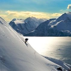 The Lyngen Lodge in #Norway is surrounded by deep fjord's and dramatic mountains which provides the most idyllic setting to rejuvenate mind, body and soul after a busy city or high profile lifestyle. ⛷❄️ 📷 @luxuryworldtraveler