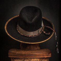 1a3186fb353f9 68 meilleures images du tableau Chapeaux en 2019 | Man fashion, Caps ...