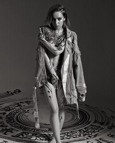Pokras Lampas regresa con su proyecto Calligraphy on Girls – Nice Fucking Graphics!