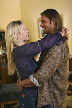 A gallery of Lost publicity stills and other photos. Featuring Evangeline Lilly, Matthew Fox, Josh Holloway, Naveen Andrews and others. Serie Lost, Terry O'quinn, Lost Tv Show, Josh Holloway, Elizabeth Mitchell, Matthew Fox, Tv Couples, Evangeline Lilly, Beautiful Love