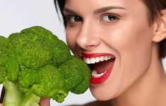Here are the 25 best foods that you should consume to get that flawless healthy skin you've always wanted. Foods For Healthy Skin, Younger Looking Skin, Health And Beauty, Good Food, Top, Eat Right, Yummy Food