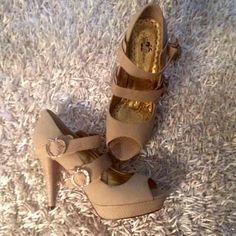 Tan❤️Apple Bottoms Sz 10  ❤️NEW 1in platform 41/2in heel ❤️Pink Apple Bottom w/Logo❤️all four apple shaped buckles encrusted with rhinestones ❤️ the Apple bottom logo on all fourtrades❤️please use offer button via all offers❤️Thank U❤️ Apple Bottoms Shoes Heels