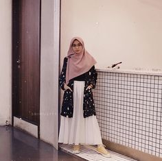 in 2020 in 2020 Muslimah Clothing, Modest Fashion Hijab, Modern Hijab Fashion, Street Hijab Fashion, Hijab Casual, Hijab Fashion Inspiration, Ootd Hijab, Muslim Fashion, Skirt Fashion