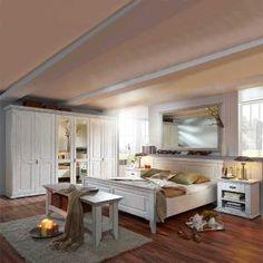 Ein schönes massives Schlafzimmerset in antikweiß für Liebhaber des Landhausstils.