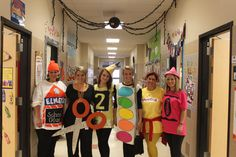 27 Halloween Costumes To Try With Your Teacher Friends This Year – Bored Teachers Team Halloween Costumes, Costumes For Work, Teacher Costumes, Theme Halloween, Family Halloween, Holidays Halloween, Diy Costumes, Group Costumes, Character Costumes