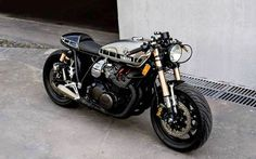1978 Yamaha cafe racer by Yamaha Cafe Racer, Cafe Bike, Yamaha Motorcycles, Moto Bike, Cafe Racer Motorcycle, Cafe Racer Helmet, Motorcycle Outfit, Custom Cafe Racer, Cafe Racer Build