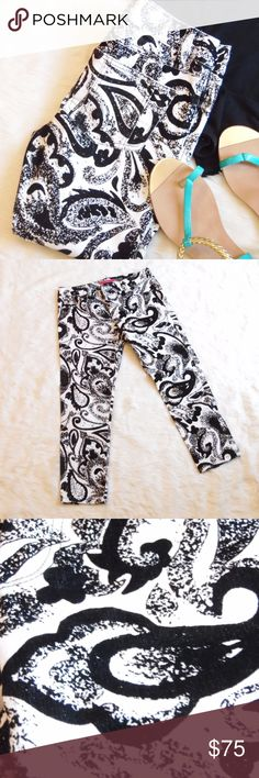 """Alice + Olivia Sponge Paisley Capri Jeans Like new condition No flaws at all.  No stains, rips, snags Paisley """"print"""" is a textured velvet feel Alice + Olivia Pants Capris"""