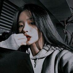 @_.black.pov._ Подписчики: 13.0k, подписки: 286, лайки: 10.0k — 💸🖤 создает классные короткие видеоролики Pretty Korean Girls, Korean Beauty Girls, Cute Korean Girl, Beautiful Girl Makeup, Beautiful Girl Image, Uzzlang Girl, Girl Face, Cool Girl Pictures, Girl Photos
