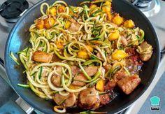 Aprende a preparar tallarines de calabacín con pollo con esta rica y fácil receta. Los espaguetis de calabacín se están volviendo muy populares, sobre todo desde que...