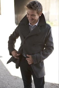 Jeremy Renner. Love those peacoats <3