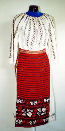 The Eliznik website is dedicated to the study of the traditional peasant culture in Romanian and Bulgaria Folk Costume, Bulgaria, Costumes For Women, Traditional Outfits, Stitches, High Waisted Skirt, Culture, Embroidery, Blouse