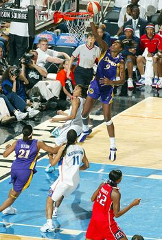 Lisa Leslie becomes first woman to dunk in the WNBA - 76 Great Moments in Sports - Photos - SI.com