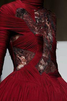 misanthropicmessiah:  Yiqing Yin | FW13 | Haute Couture