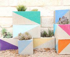 Jardini re en b ton faire soi m me en parpaing peint - Jardiniere beton et bois a fabriquer soi meme ...