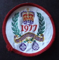 VINTAGE FABRIC GIRL GUIDES BADGE 1977 THE QUEEN'S SILVER JUBILEE