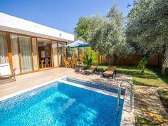 Tesis: #1138 Fethiye/Muğla, Türkiye 4 Yetişkin Kapasiteli 2 Yatak Odalı 2 Banyo Fethiye'nin Kayaköy bölgesinde yer alan tek katlı kiralık tatil villamız, zeytin ve meyve ağaçlarının arasında geniş bir bahçede yer almaktadır.. http://bit.ly/2rxpwDd #KiralikVilla #KiralikYazlikVilla #YazlikKiralikVilla #BalayiVillasi #KiralikApart #TatilVillasi #TatilVillalari #MuhafazakarTatilVillasi #VillaKiralama #VillaKiralik #KiralikVillalar #DogaIcindeVillalar