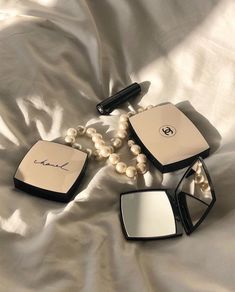 A girl should be two things: classy and fabulous. ✨ -Coco Chanel by Daily 💫 Cream Aesthetic, Classy Aesthetic, Black And White Aesthetic, Brown Aesthetic, Aesthetic Colors, Aesthetic Makeup, Aesthetic Pictures, Chanel Beauty, Chanel Makeup