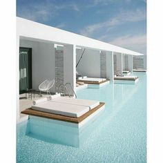 #pool #piscina #villaconpiscina Swimming Pool Designs, Swimming Pools, Casa Cook Hotel, Restaurant Berlin, Moderne Pools, Beach Furniture, Furniture Ideas, Hotel Pool, Hotel Lounge