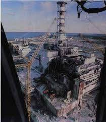"""En abril de 1986, ocurrió el accidente nuclear más importante de la historia en la central nuclear de Chernobyl por un sucesión de errores humanos en el transcurso de unas pruebas plantificadas con anterioridad. Fue clasificado como nivel 7 (""""accidente nuclear grave"""") en la Escala INES."""