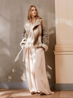 Fluidity & movement – enveloping outwear meets the softness of our signature wide-legged pants