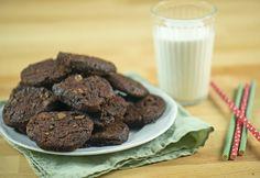 Omlós duplacsokis keksz recept képpel. Hozzávalók és az elkészítés részletes leírása. Az omlós duplacsokis keksz elkészítési ideje: 35 perc My Recipes, Food And Drink, Sugar, Cookies, Chocolate, Polymer Clay, Pizza, Foods, Drinks