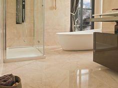 A klasszikus stílus kulcsszava a szimmetria, akár a falak burkolását tekintve, akár a berendezési tárgyak elhelyezését illetően.A padlóburkolat általában keményfa parketta, a fürdőben és konyhában nem ritka a márvány és gránit használata. Alcove, Bathtub, Bathroom, Modern, House, Attic Ideas, Bath, Standing Bath, Washroom