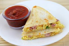 BREAKFAST QUESADILLAS RECIPE Quesadillas are always a delicious idea and when you add breakfast ingredients into the mix it's even better. These are. Quesadillas, Breakfast For Dinner, Breakfast Time, Breakfast Recipes, Breakfast Ideas, Breakfast Quesadilla, Quesadilla Recipes, Pesto, The Pioneer Woman