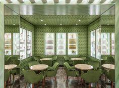Grüne Samtstühle und Sofas laden zum Verweilen ein. (Foto: Marchesi)