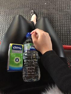一瓶水一包纸跟流泪的我