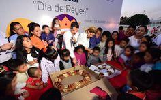 """Gobernador Murat y su esposa celebran con niñas y niños el """"Día de Reyes"""""""