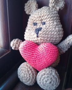 Ursinho em croche. Cheio de amor.  #crochet #croche #amigurumi #coracao #ursinho #aceitoencomendas #artesanato #toyart #eurofios