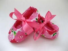 Pink baby shoes ~ so cute...need to get these for baby Mila!
