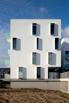 프랑스의 Palmarès Grand Public Architecture Contemporaine 의 2014년 우승자인 레지데네셜 개발물은 Babin+Renaud에 의해 디자인되었는데, 완공이 거의 완료된 난테스의 에코 구역인 Bottière-Chênaie에 있..