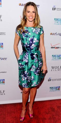 Look of the Day › May 18, 2011 WHAT SHE WORE Swank paired her floral Oscar de la Renta sheath with a turquoise clutch, Vram for Gray Gallery jewelry and satin peep-toes at the Joyful Heart Foundation Gala.