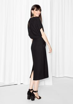 & Other Stories image 3 of Open Back Dress in Black Open Back Black Dress, Open Back Dresses, Nice Dresses, Dress Black, Minimalist Fashion Women, Minimalist Dresses, Party Outfits For Women, Evening Outfits, Festival Outfits