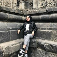 hijab simple Security Check Required h Hijab Casual, Ootd Hijab, Hijab Chic, Modern Hijab Fashion, Muslim Women Fashion, Street Hijab Fashion, Style Hijab Simple, Hijab Mode Inspiration, Ootd Poses