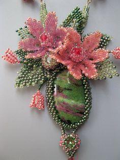 by elina ivanova bead flowers and leaves Seed Bead Necklace, Seed Bead Jewelry, Beaded Jewelry, Seed Bead Flowers, Beaded Flowers, Bead Embroidery Jewelry, Beaded Embroidery, Bead Crafts, Jewelry Crafts