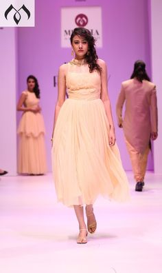 #irw #indianrunwayweek #hyderabaddesigner #coutureindia #indiancouture #western #indowestern Contact Details:040-65550855/9949047889 Watsapp:8142029190/9010906544 Email-id:Mugdha410@gmail.com Instagram:MugdhaArtStudio