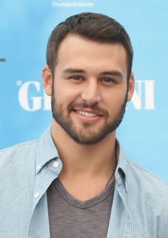 Ryan Guzman Photos - Ryan Guzman attends Giffoni Film Festival photocall on July 2014 in Giffoni Valle Piana, Italy. Ryan Guzman, Step Up Revolution, Beautiful Men Faces, Gorgeous Men, Hot Dads, Scruffy Men, Boy Photography Poses, Smiling Man, Beard Lover