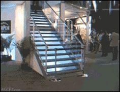 Caindo Da Escada...