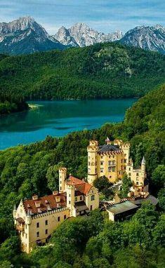 Castle House, Castle Ruins, Medieval Castle, Beautiful Castles, Beautiful Buildings, Wonderful Places, Beautiful Places, Beautiful Pictures, Amazing Places