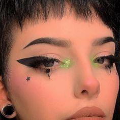 Sephora and Kat Von D Beauty Stamps Milk Makeup Eyeshadow Morphe Brushes. - Eyeshadows -Liner Sephora and Kat Von D Beauty Stamps Milk Makeup Eyeshadow Morphe Brushes. Punk Makeup, Gothic Makeup, Grunge Makeup, Grunge Hair, Cute Clown Makeup, Halloween Makeup Looks, Makeup Inspo, Makeup Inspiration, Makeup Style